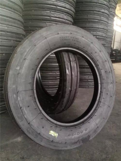 联合收割机前轮胎